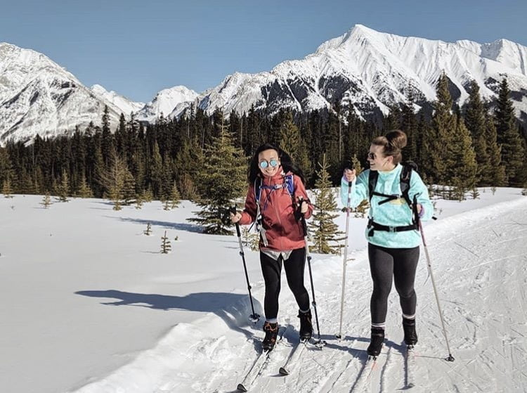 2 ladies nordic skiing near banff lake louise